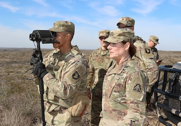 Lt. Gen. Laura Richardson Visits Soldiers for the Holidays