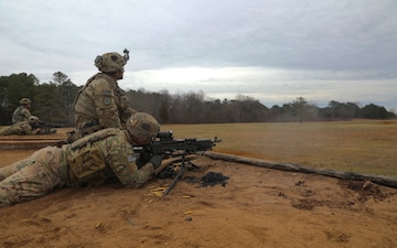 Strike Soldiers Qualify on M240 and M249