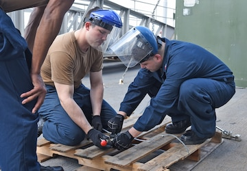 USS Blue Ridge Sailors Participate in VERTREP Training