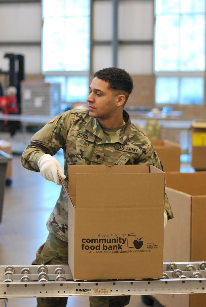 Service members from the 128th BSB provide support in cooperation with the Greater Pittsburgh Community Food Bank