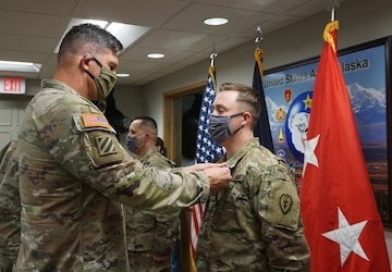 MG Peter Andrysiak Pins Purple Heart on Sgt. Kevin Stevens