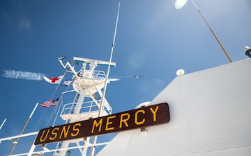 USAF Thunderbirds Fly High Over USNS Mercy