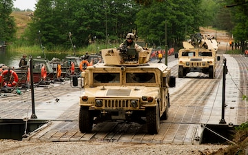 US 3rd Infantry Division conducts river crossing training