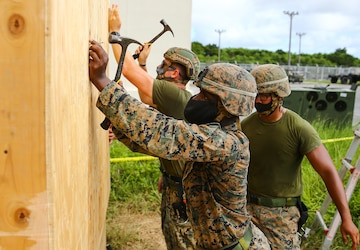Set Hut! Hut! | 9th Engineer Support Battalion constructs a South West Asia hut