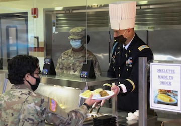3rd Infantry Division serves up a Thanksgiving meal for Soldiers