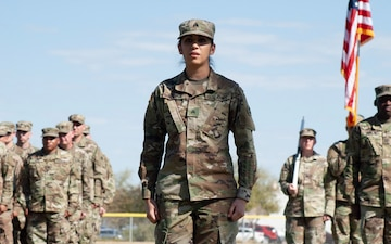 Army Reserve Soldier recites Soldier's Creed during mobilization ceremony